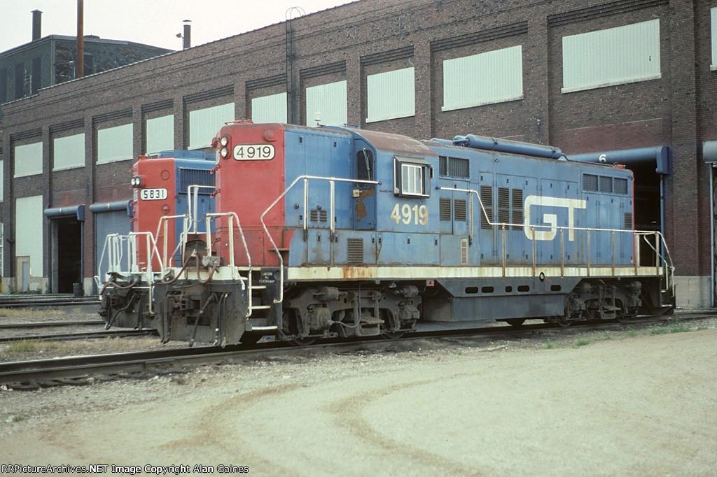 GTW GP38-2 4919