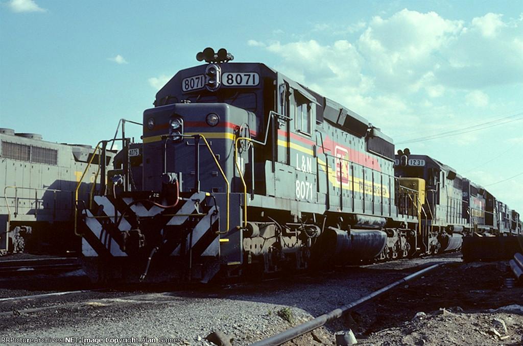 L&N SD40-2 8071