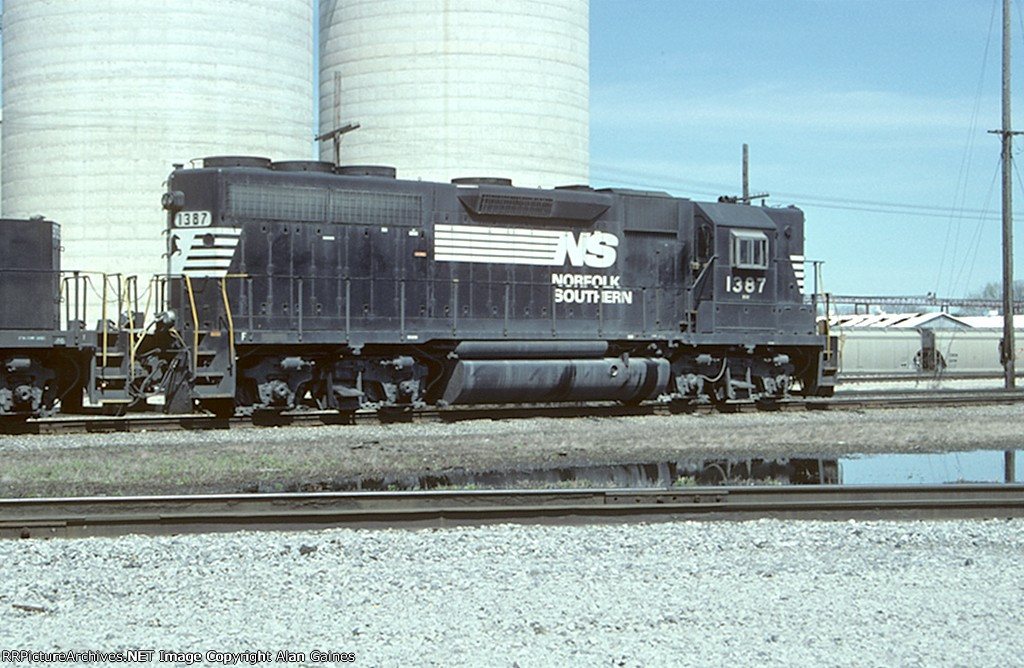 NS GP40 1387
