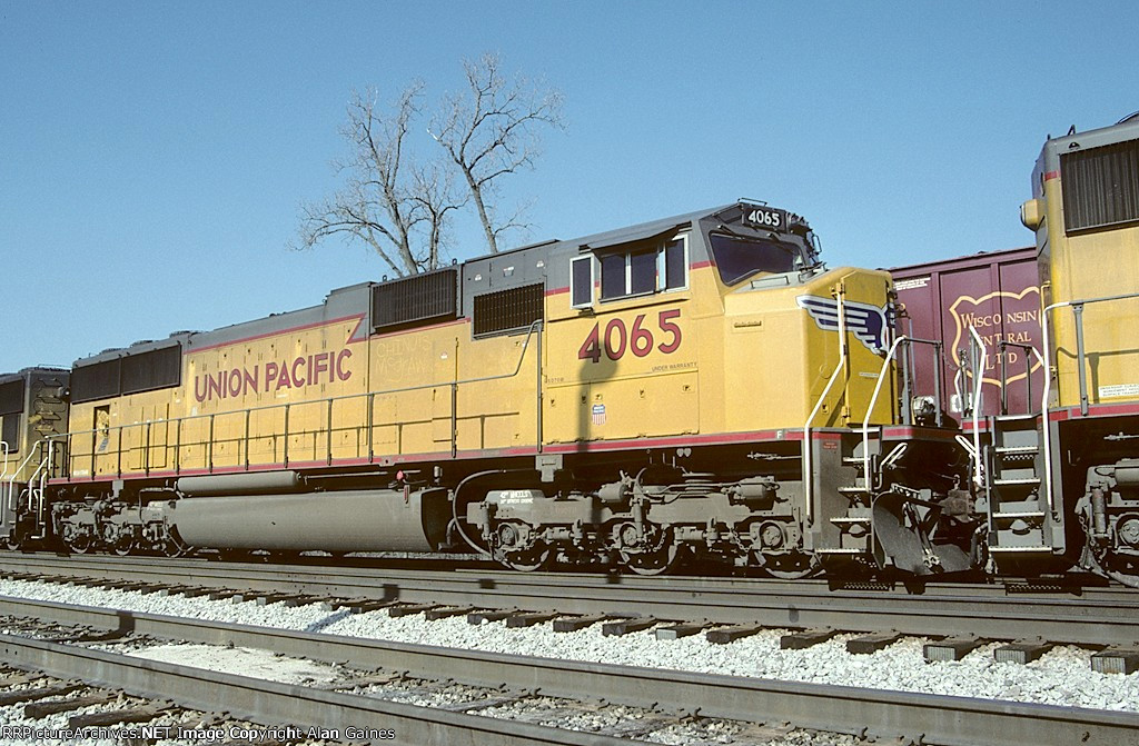 UP SD70M 4065