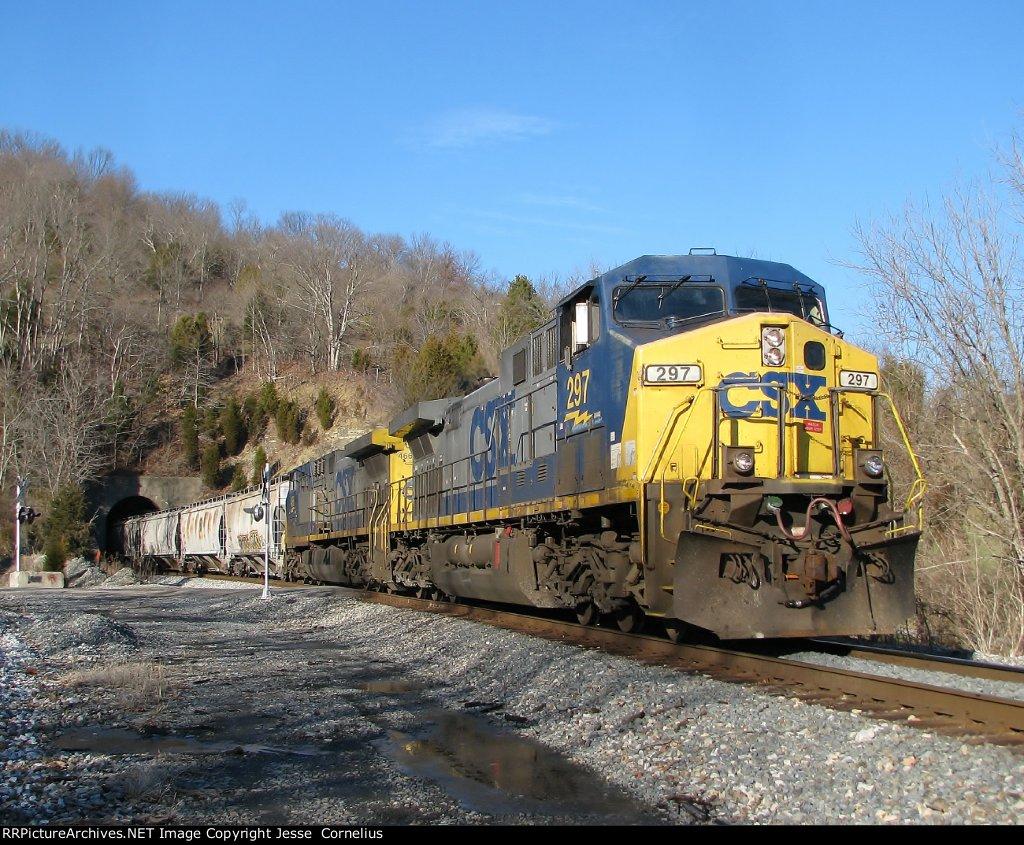 CSX 297 on Q698 Southbound