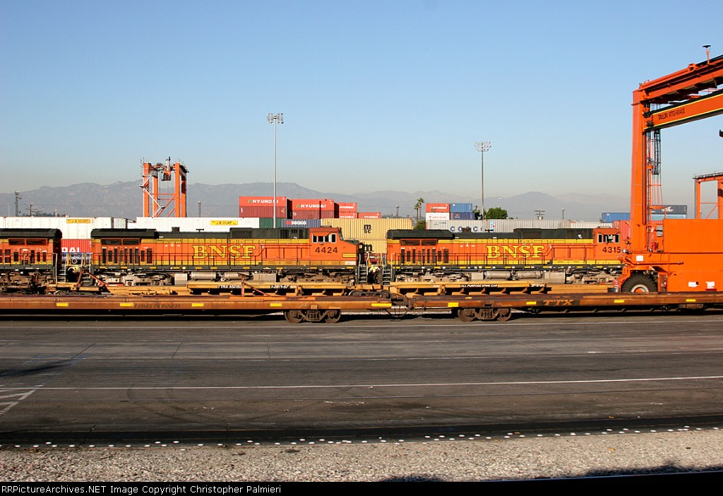 BNSF 4315 and BNSF 4424