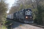 NS 5195 has the local switching duties on 3-19-07