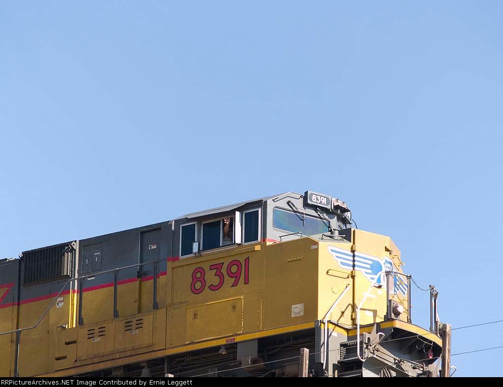 UP 8391 waving