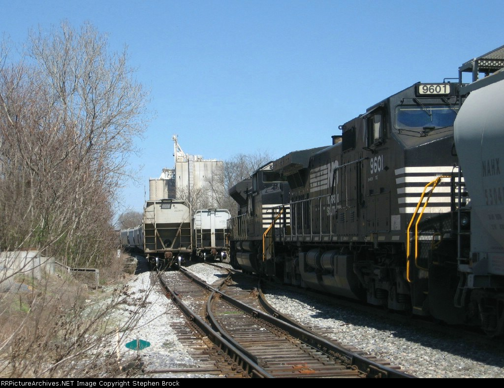 NS 9601 & 2721 Idle just south of Pilgrim's Pride