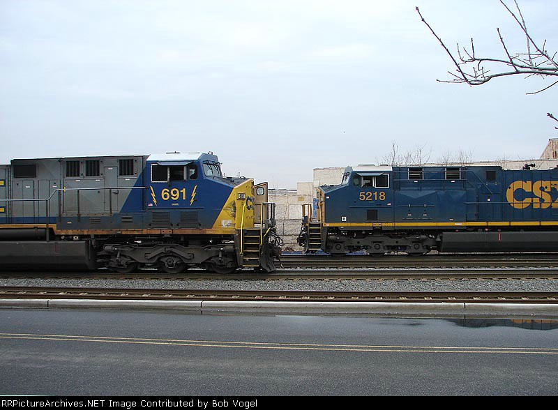 CSX 691 & 5218