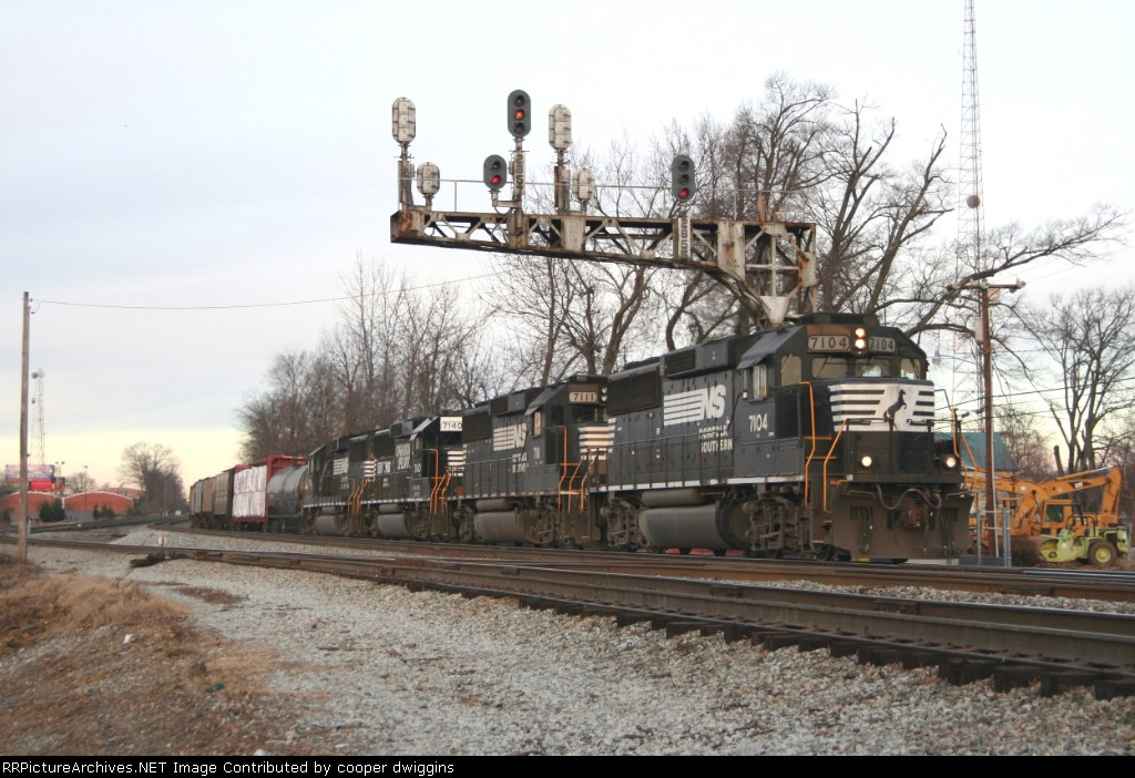 350 is led by a quartet of lost GP60s