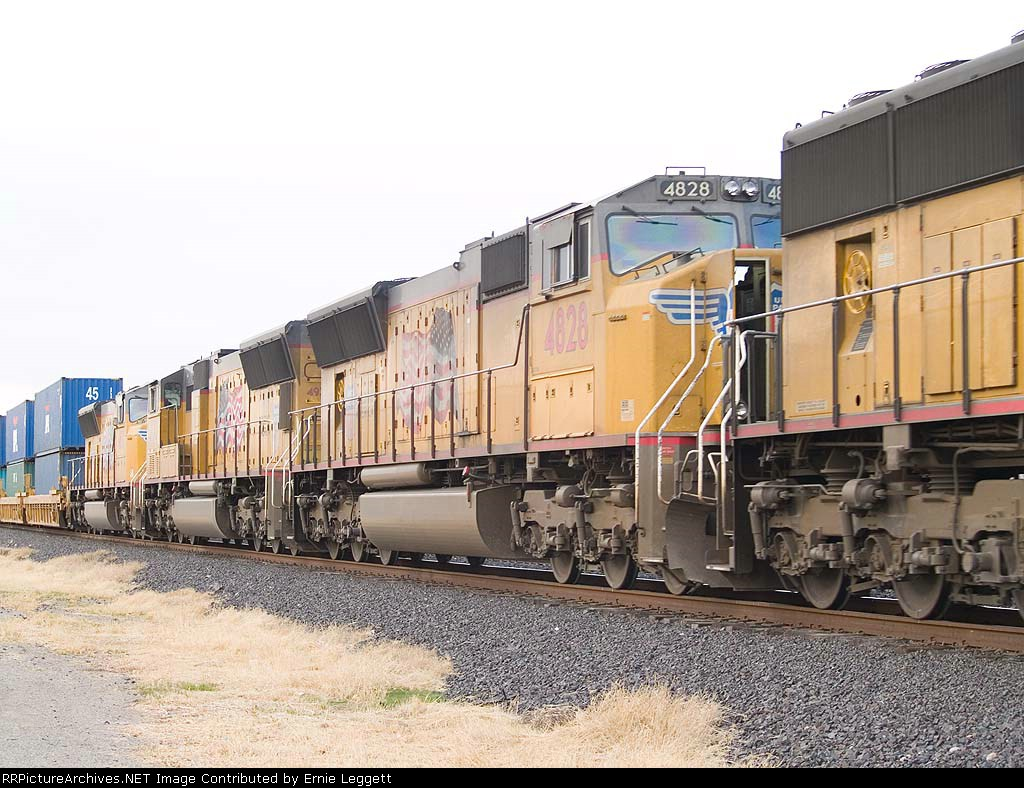 UP 4828 #3 unit in an EB stack at 4:17pm