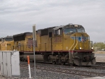 UP 3852 leads an EB intermodal at 4:39pm