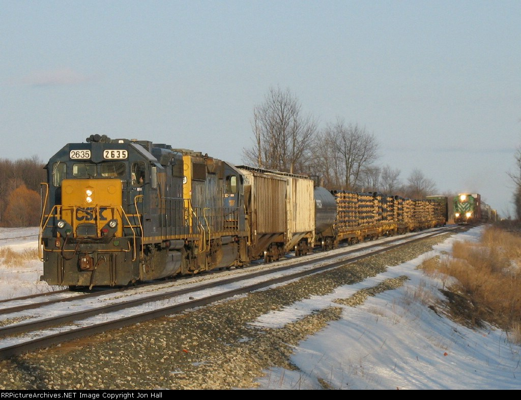 D908 sitting in the siding as Q335 comes flying down the main overtaking it