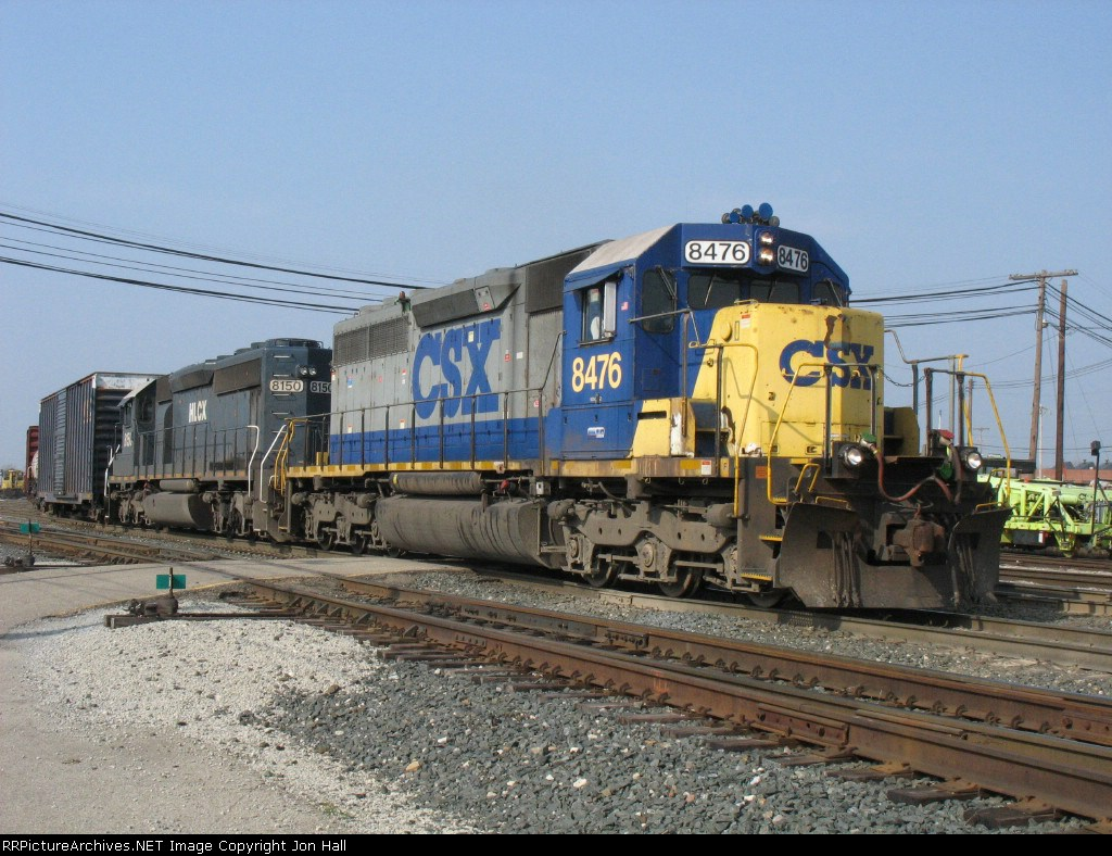 CSX 8476 & HLCX 8150 leading Q326-25 out of the yard