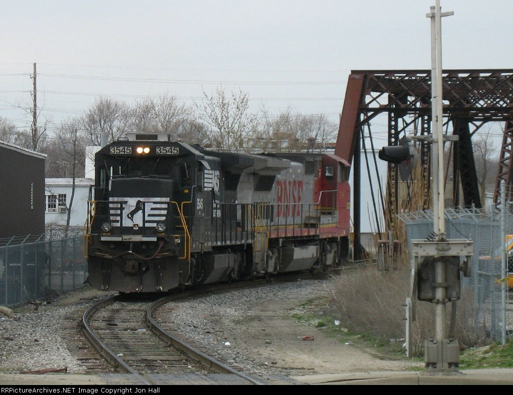 NS 3545 & BNSF 548 waiting for the signal at Market Street