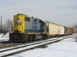 CSX 2520 bringing a six car Y106 back into the yard