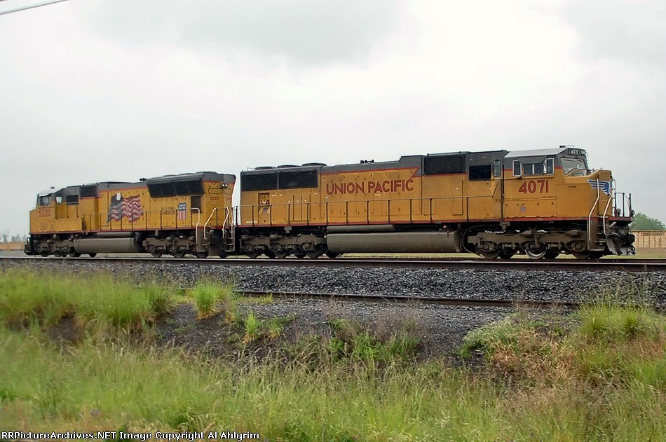 UP 5220 & UP 4071