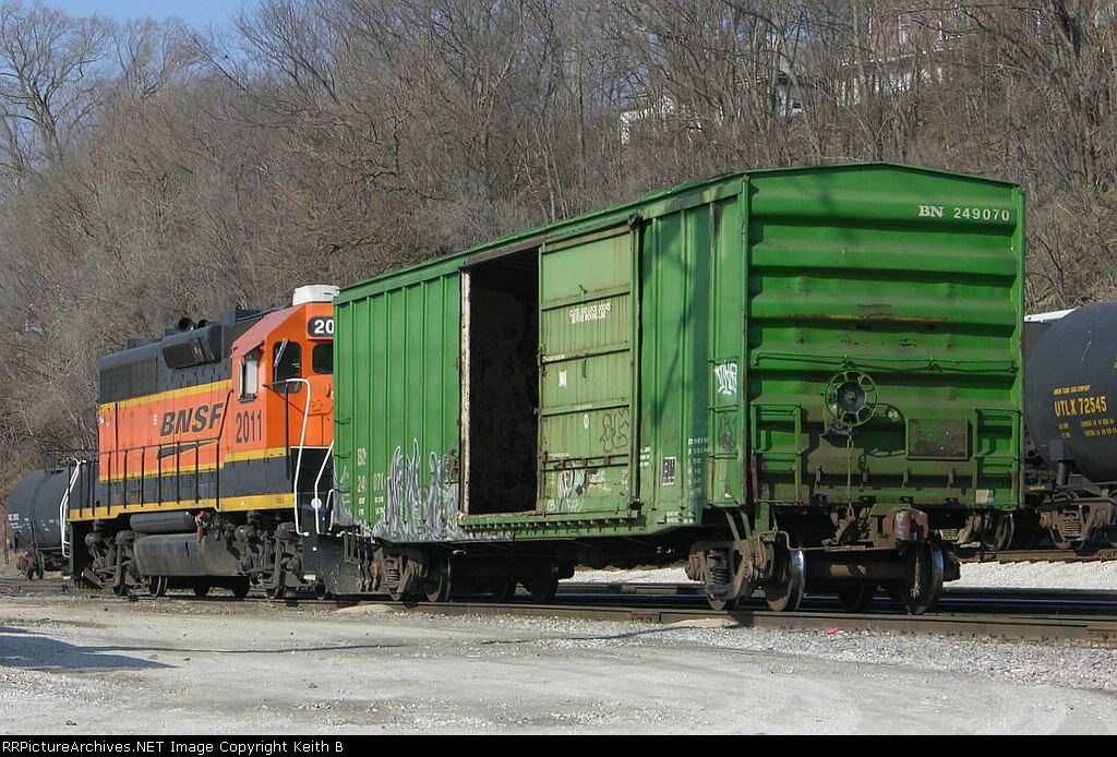 BN 249070 and BNSF 2011