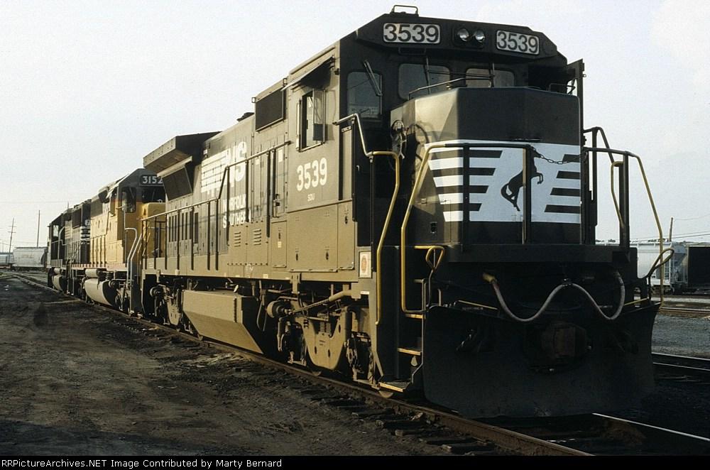 NS 3539 and UP 3152 at Calumet Yard