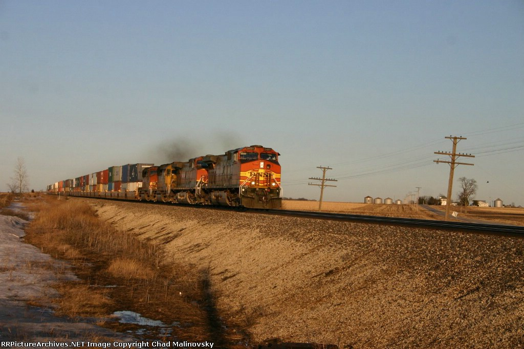 BNSF 5492 heads into the sunset
