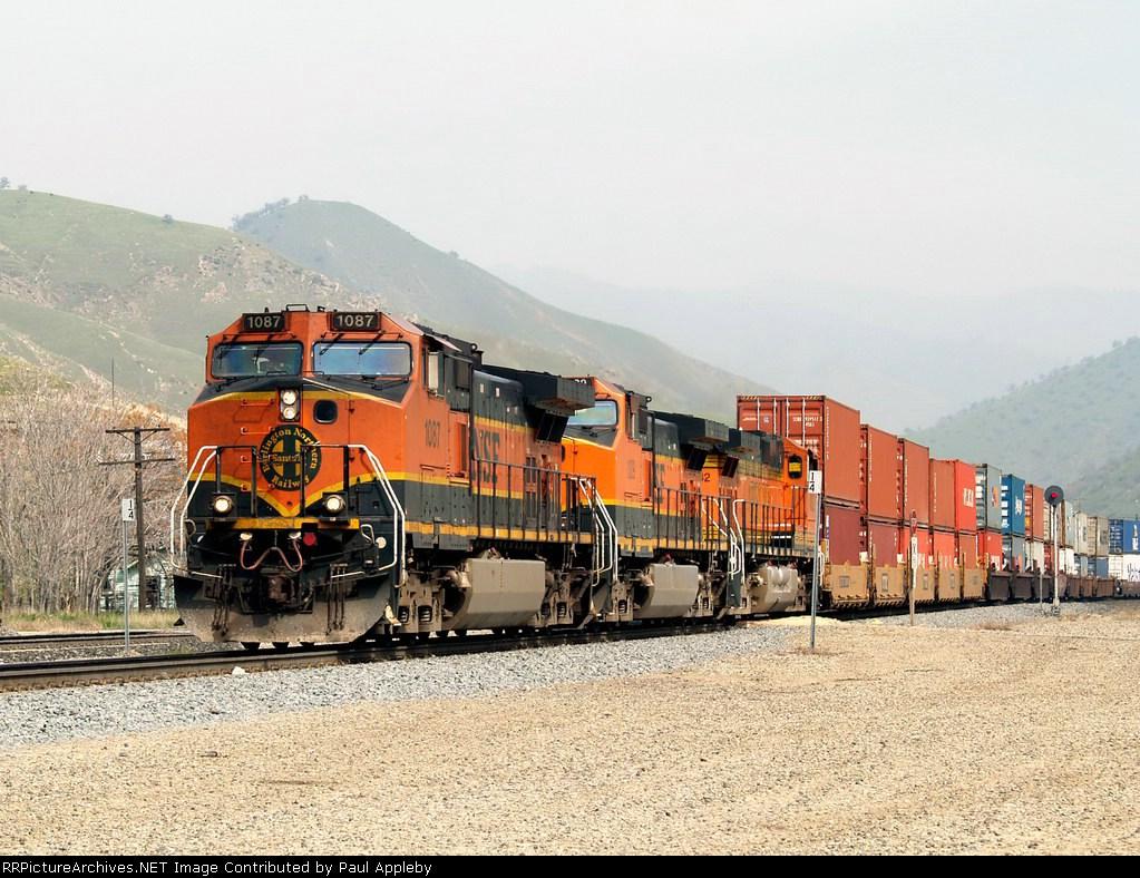 BNSF 1087