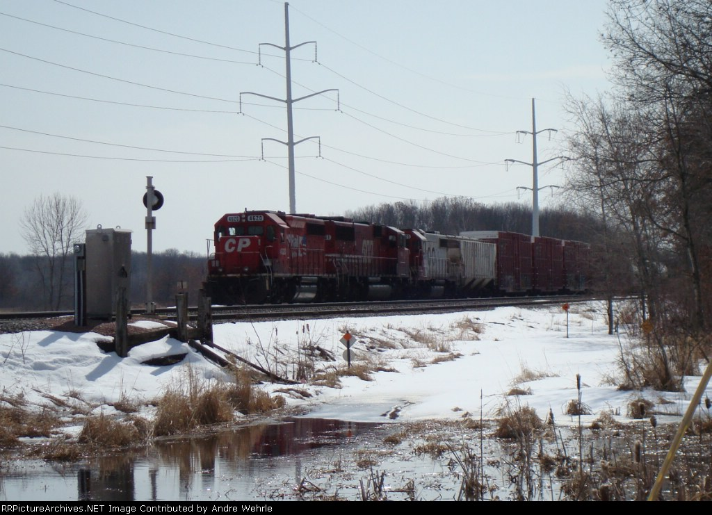 CP 4620 waits with a couple of SOO units on a westbound