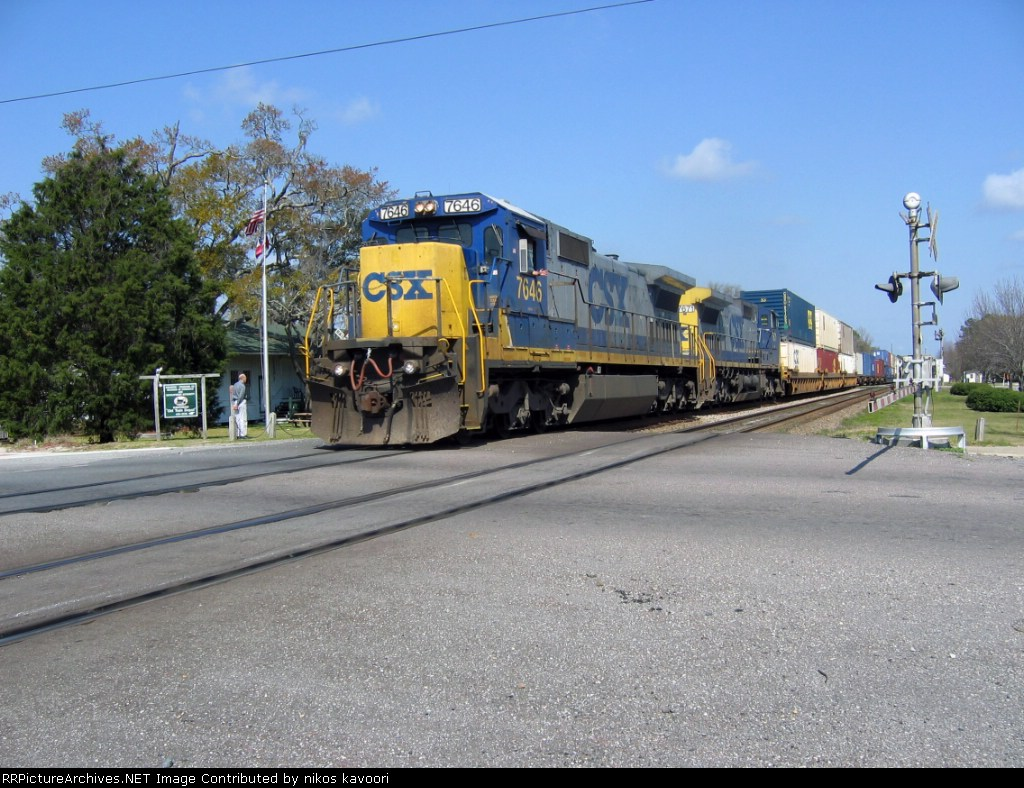 CSX 7643 rolls through the Main St. crossing with Q155