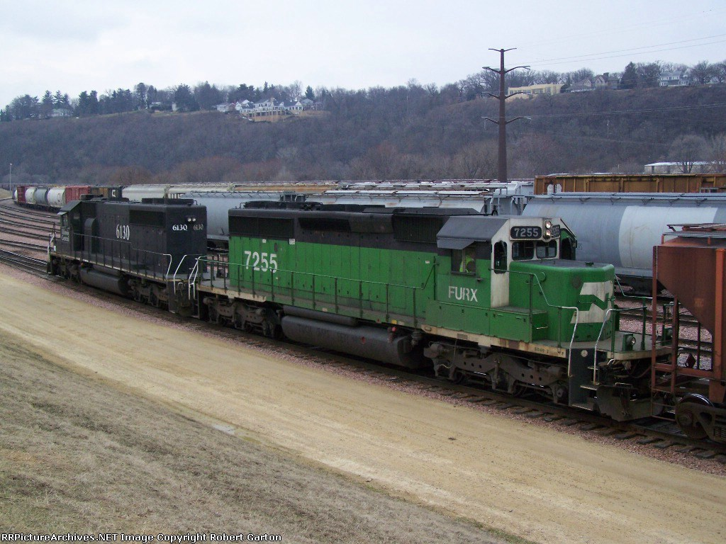 FURX 7255 & IC 6130 Combine Forces to Switch Freight Cars