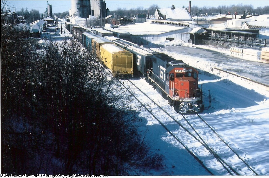 GTW 5832 works the elevator in St. Johns on it's way from Grand Rapids to Durand