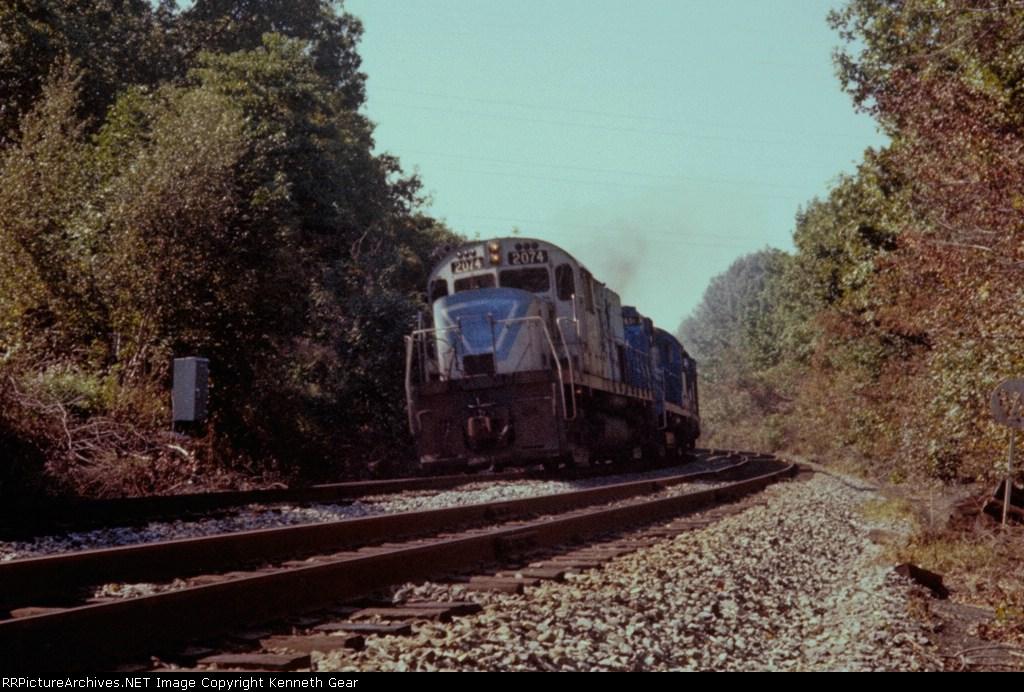ConRail (EX-L&HR ) C420 2074 leads an Eastbound