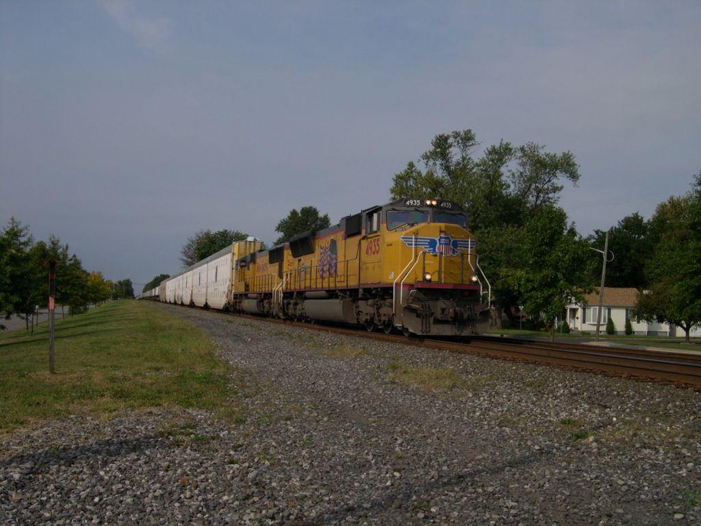Union Pacific 4935 Leads A Southbound NS Train 212 Through CP-Port Reading Junction