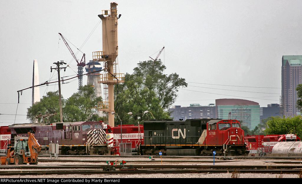 CN 5708 and CEFX at TRRA Yard