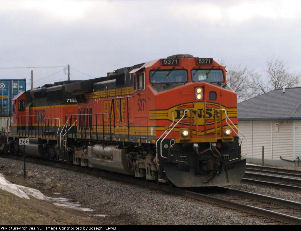 BNSF 5371 with WB stack at speed