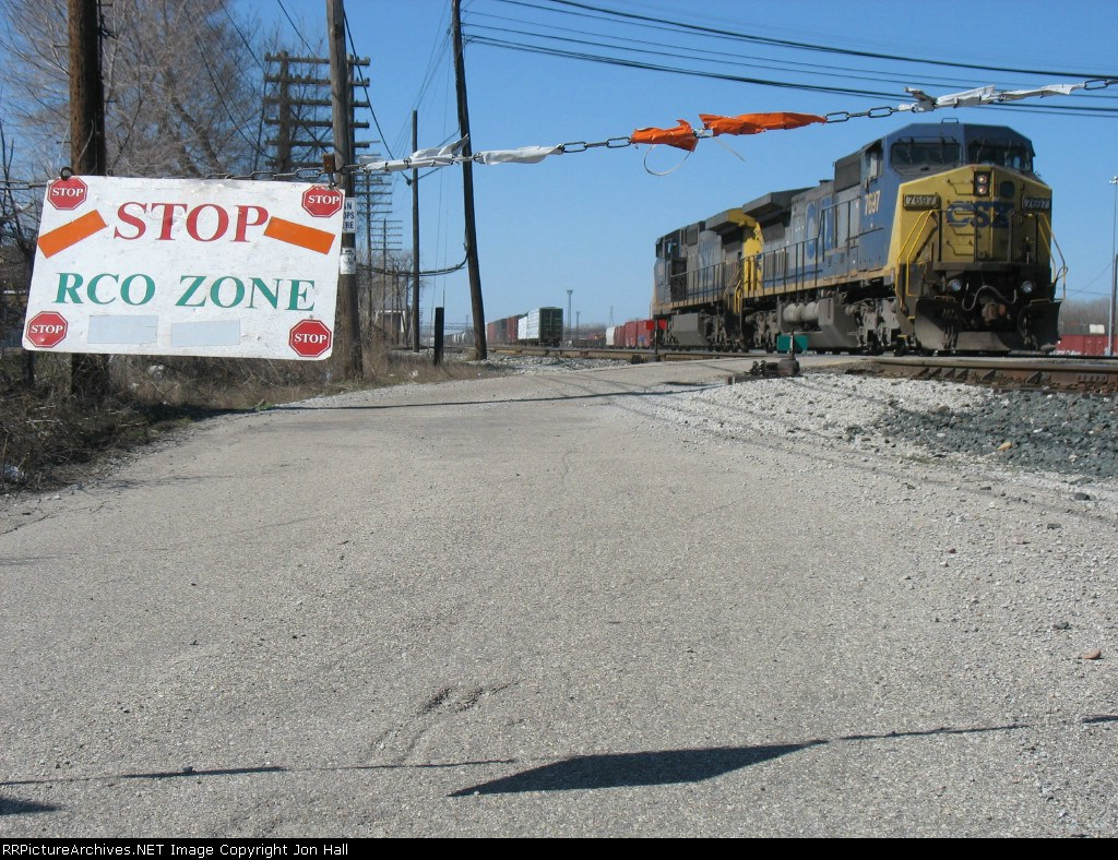 Having recieved permission to do so, CSX 7697 & 9050 prepare to crossover into the RCO Zone to pickup their train