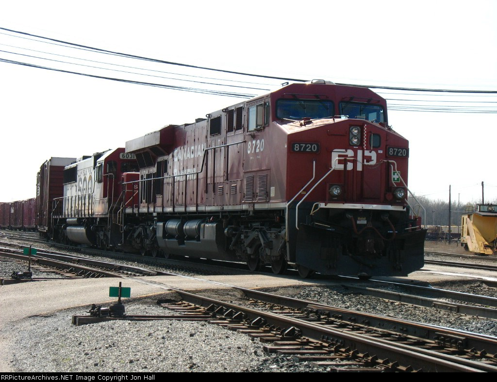 CP 8720 & SOO 6031 pulling X500-27 out of the yard