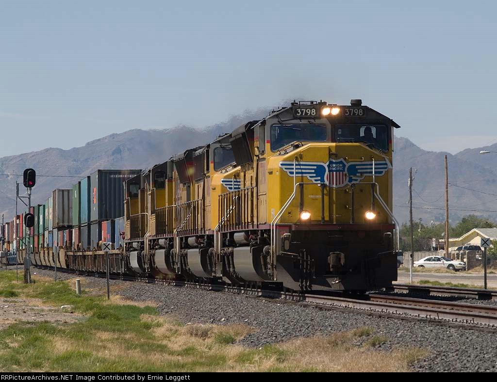 UP 3798 leads an EB intermodal at 2:32pm
