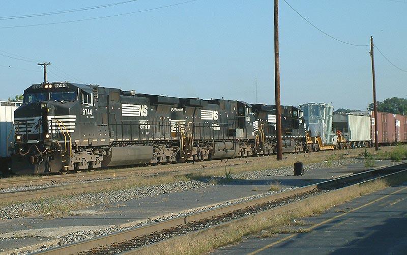 NS Train 153 arrives