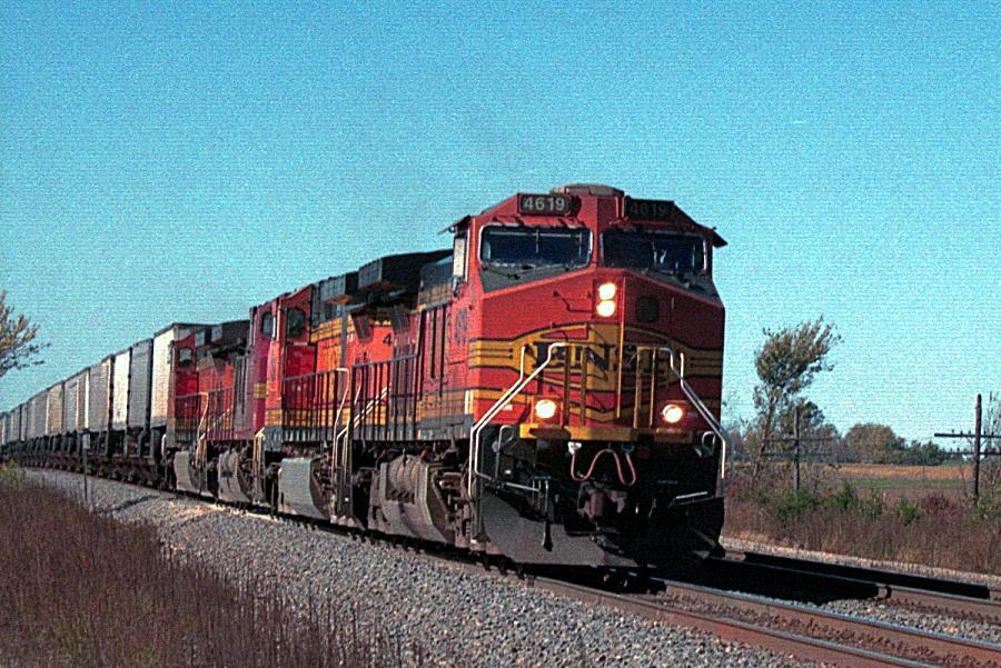 BNSF 4619 leadads intermodal