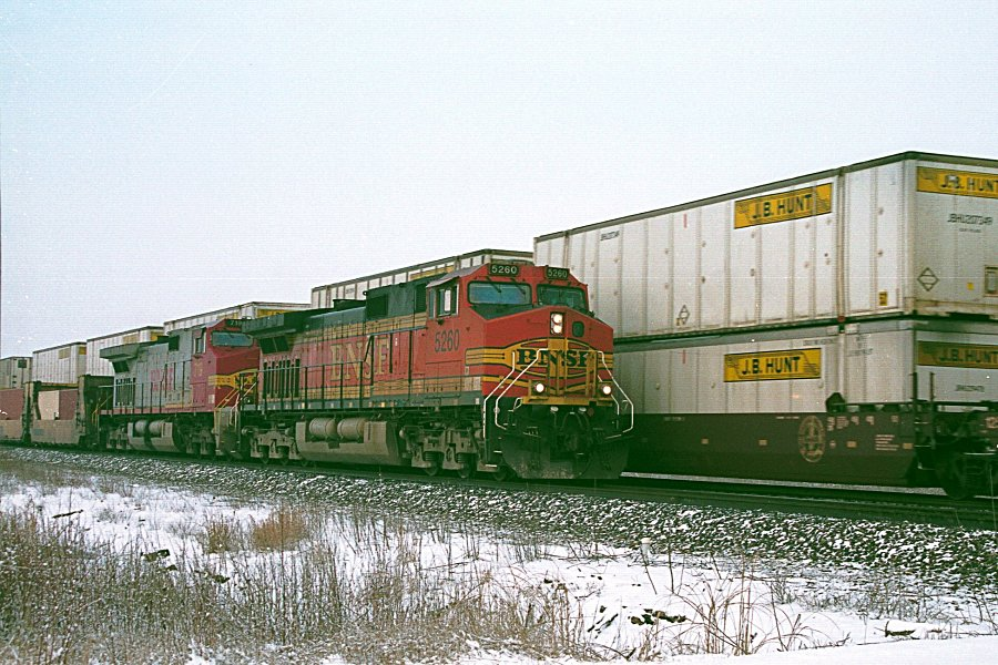 BNSF 5260 and 719