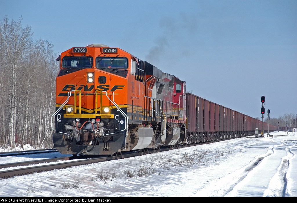BNSF 7769 heading up an empty through West Saunders