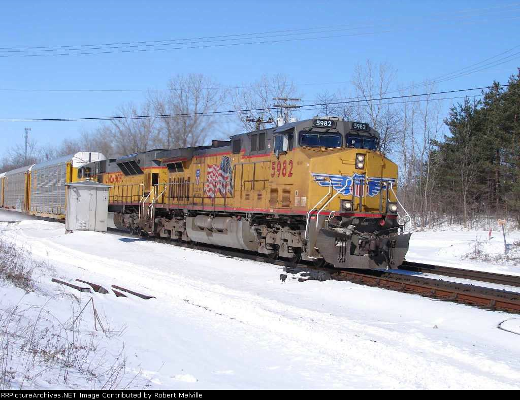 UP 5982 eastbound at CP 382