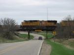 UP 4882 crossing the bridge over road E41