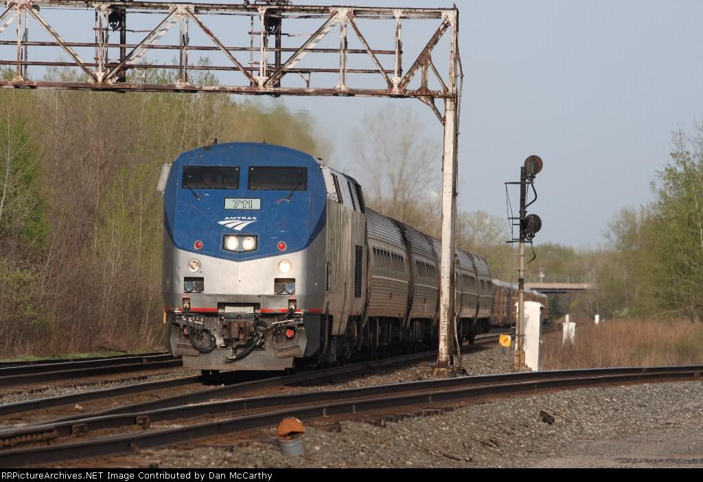 Amtrak 285 Gets Under Way