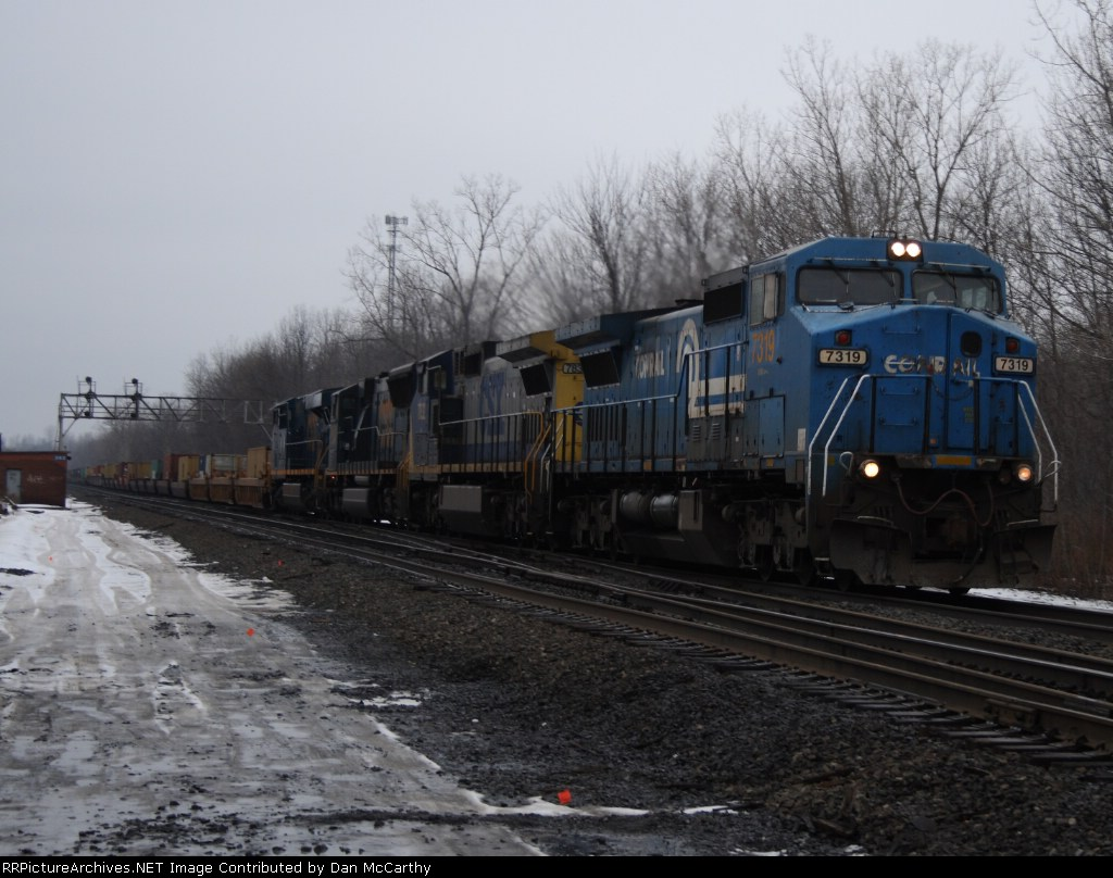 CSX L112 With Some Heritage In the Lead