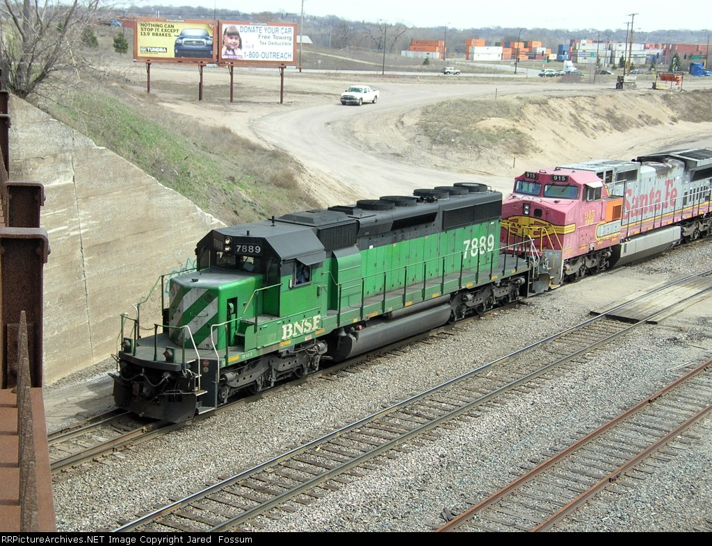 BNSF 7889 leading a light power move into Northtown