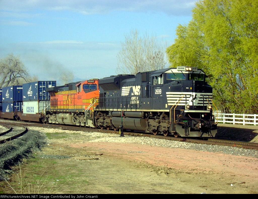 NS 2699 With Train Q-DENTAC1-04a