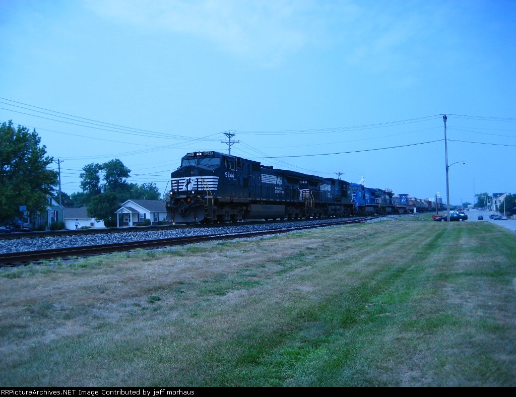 NS 9244  EB Freight