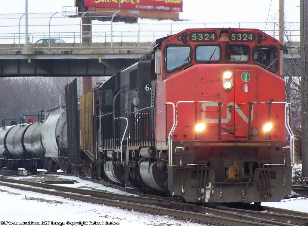 CN 5324 Leads Mixed Freight South