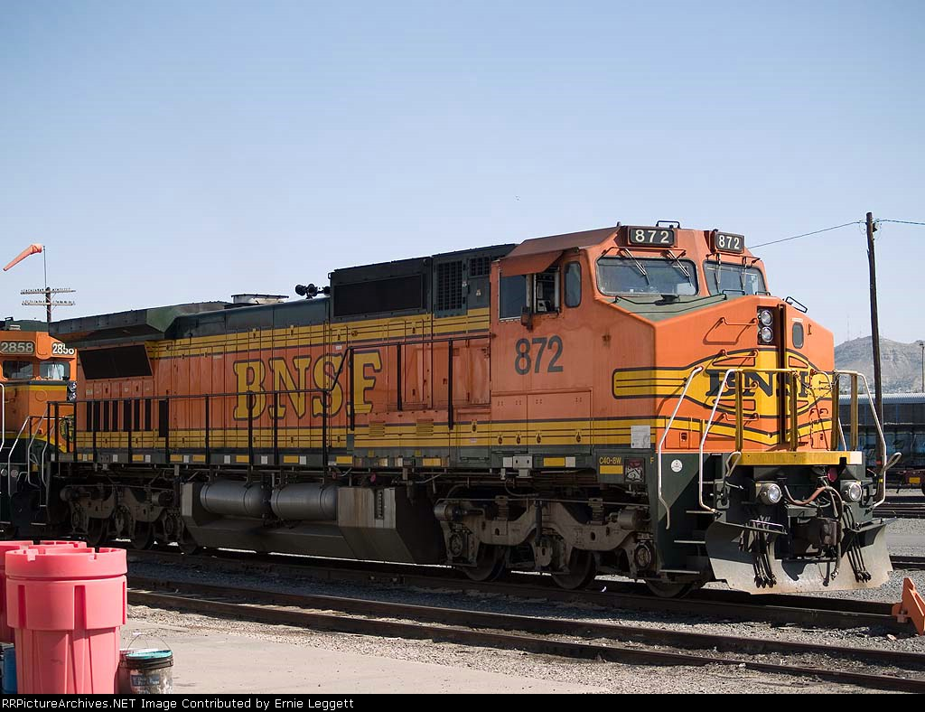 BNSF 872 waits in the yard