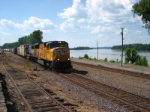 UP 4964 EB mixed freight along the Missouri River