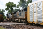 CSX 340 WB freight meets EB UP 7119 coal on rhe riverfront in
