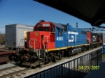 GT 4900 leads local job by Homewood, IL railfan platform