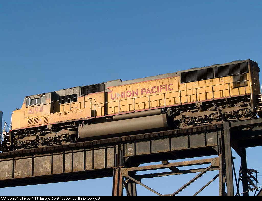 UP 4194 #4 power in a WB intermodal at 7:24am